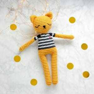 Grand amigurumi chat