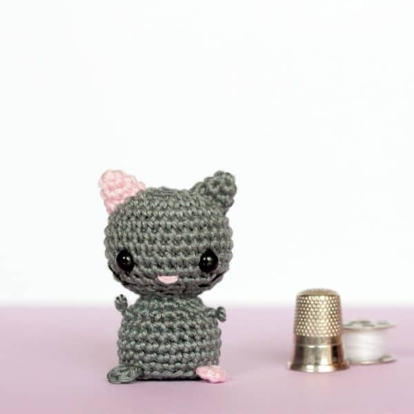 Chat miniature au crochet