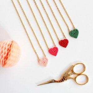 Collier coeur au crochet