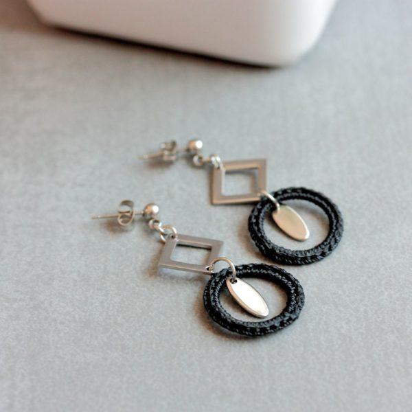 Boucles d'oreilles geometriques noires