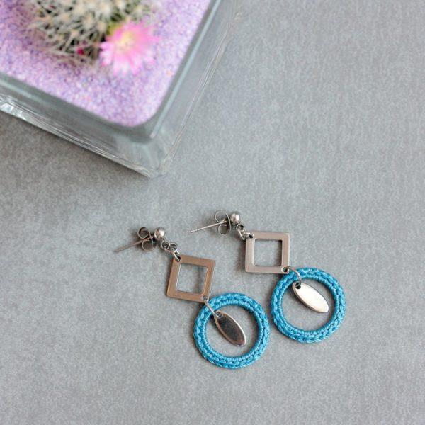 Boucles d'oreilles geometriques bleues