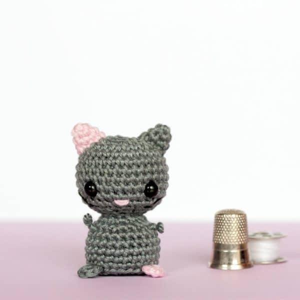 Chat miniature au crochet